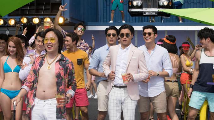 Phim giới thiệu hình ảnh tiệc tùng của người Á châu. Ảnh: Warner Bros.