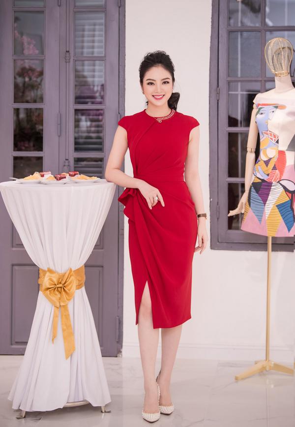 Hoa hậu các dân tộc Ngọc Anh cũng nổi bật nhờ mẫu váy đỏ kiêu kỳ.