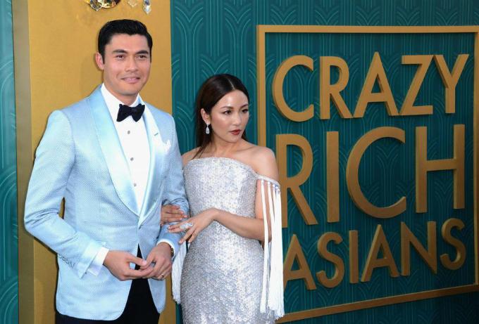 Diễn viên Henry Golding (trái) và Constance Wu xuất hiện trong buổi công chiếu phim Con nhà siêu giàu châu Á của Warner Bros ngày 7/8/2018, tại Nhà hát Trung Hoa TCLởHollywood, California. Ảnh: Forbes.