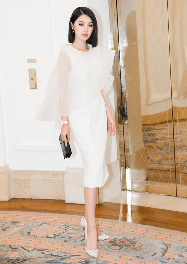 Hoa hậu Thế giới người Việt tại Australia 2015 Jolie Nguyễn hóa tiểu thư thanh lịch trong thiết kế trắng tinh khôi của Công Trí.