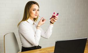 6 món mỹ phẩm chị em công sở nào cũng cần 'thủ sẵn' trên bàn làm việc