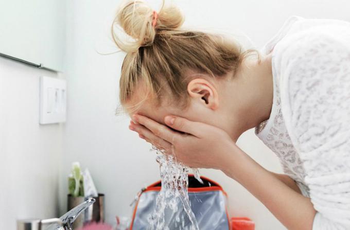 6 điều cần ghi nhớ khi rửa mặt để da ngày một căng mịn - 3