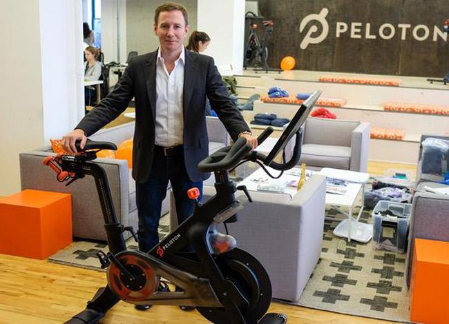 John Feloy cùng với 3 người bạn sáng lập nên Petolon vào năm 2012. Ảnh: Business.