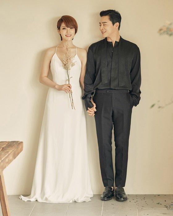 Ảnh cưới giản dị của hai ngôi sao Hàn.