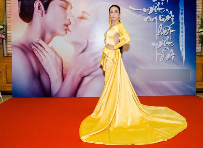 Lâm Khánh Chi mặc lộng lẫy trong buổi công bố phim ca nhạc Đợi một người, hết một đời của cô.