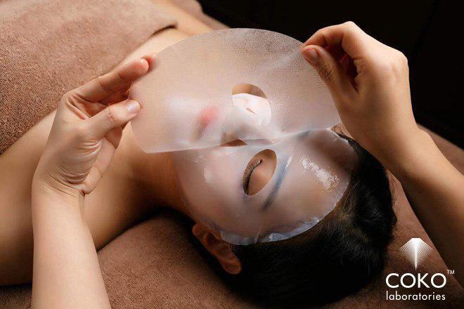Mặt nạ sinh học Coko được sử dụng trong một spa tại Singapore.
