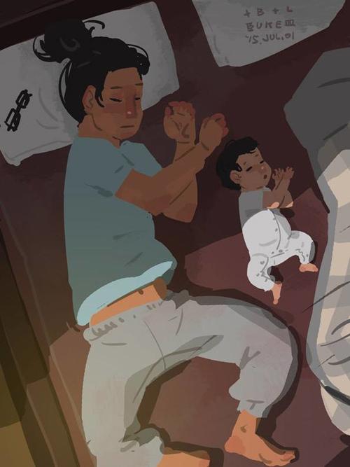 Dáng ngủ của hai bố con giống hệt nhau.