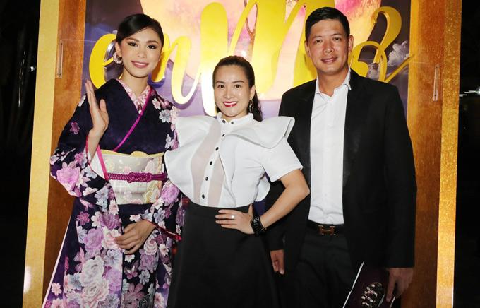 Vợ chồng Bình Minh - Anh Thơ hội ngộ Hoa hậu Hoàn vũ 2007 Riyo Mori.