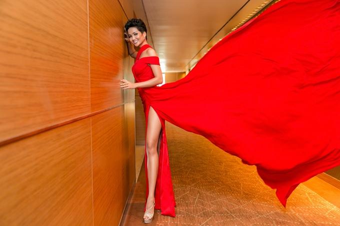 HHen Niê diện váy ôm khoe vòng ba 97cm nhờ tập luyện - 5