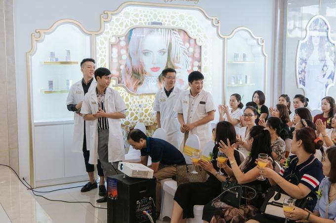 Thẩm mỹ viện Xuân Hương từng tổ chức nhiều hội thảo làm đẹp, thu hút sự quan tâm của nhiều chị em.