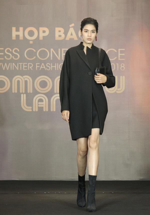 Trong buổi họp báo ngày 9/10, thương hiệu thời trang Việt giới thiệu một số thiết kế thu đông thanh lịch, thuộc bộ sưu tập sẽ ra mắt trong show Tomorrowland sắp tới.