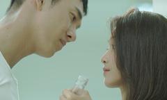 Nụ hôn 'nếm rượu' trong 'Hậu duệ mặt trời' bản Việt bị chê