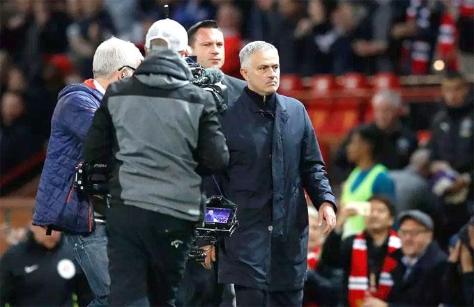 Mourinho thể hiện nhiều cảm xúc sau trận MU thắng ngược Newcastle cuối tuần qua. Ông bực tức khi các học trò liên tục để thua trước nhưng sau đó vui mừng, hả hê với trận thắng ngược dòng 3-2.