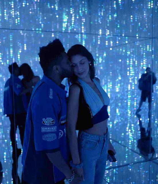 Từ khi tái hợp với The Weeknd, Bella cũng rất kín tiếng về mối quan hệ tình cảm này và không đăng tải bất kỳ hình ảnh nào của bạn trai trên Instagram. Tuy vậy, hai người luôn thoải mái sánh đôi đi chơi, dự tiệc như những cặp uyên ương khác.