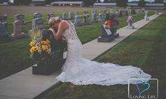 Cô dâu Mỹ chụp ảnh cưới bên mộ hôn phu