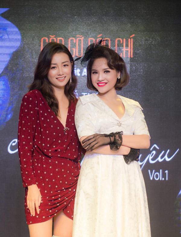MC Đặng Quỳnh Chi cũng đến chúc mừng Nhã Thanh. Cô còn đảm nhận vai trò dẫn dắt cho sự kiện họp báo của nữ ca sĩ.