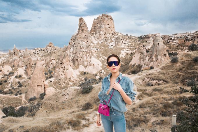 Ngọc Trinh vừa hoàn thành vai diễn trong phim chiếu Tết Vu quy đại náo nên đi du lịch xả hơi, nạp lại năng lượng.