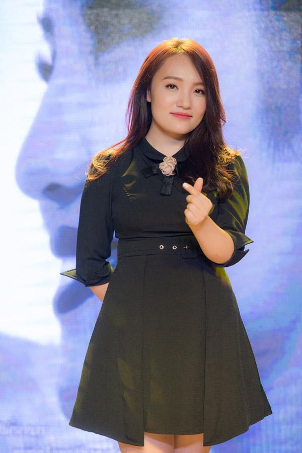 Nhật Thủy sinh năm 1991 tại Nam Định. Côtốt nghiệp khoa Sư phạm Âm nhạc - Đại học Văn hóa Nghệ thuật Quân đội và từng đoạt quán quân Vietnam Idol 2014. Tuy nhiên sau cuộc thi cô vẫn chưa có nhiều sản phẩm để lại dấu ấntrong làng nhạc.