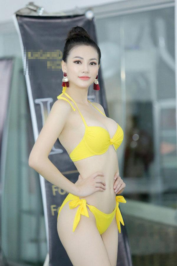 Á hậu Phương Khánh mặc bikini khi tập catwalk thi Miss Earth - 3