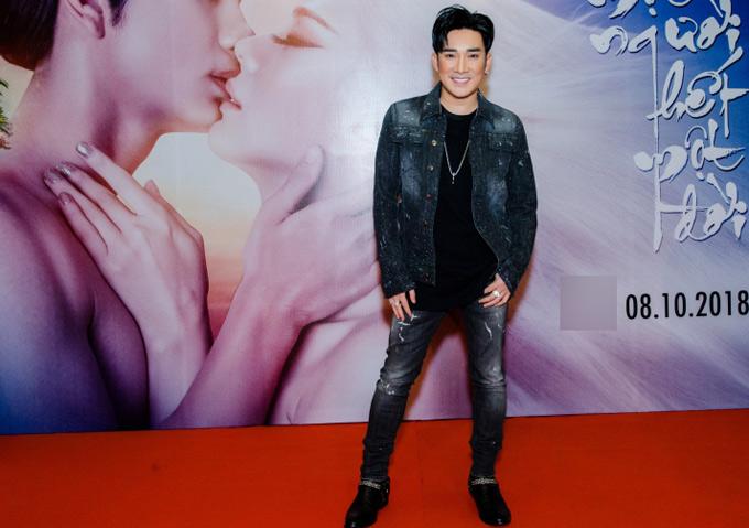 Ca sĩ Quang Hà rất ấn tượng với sản phẩm mang màu sắc cổ trang, được làm chỉn chu, tâm huyết củaLâm Khánh Chi.