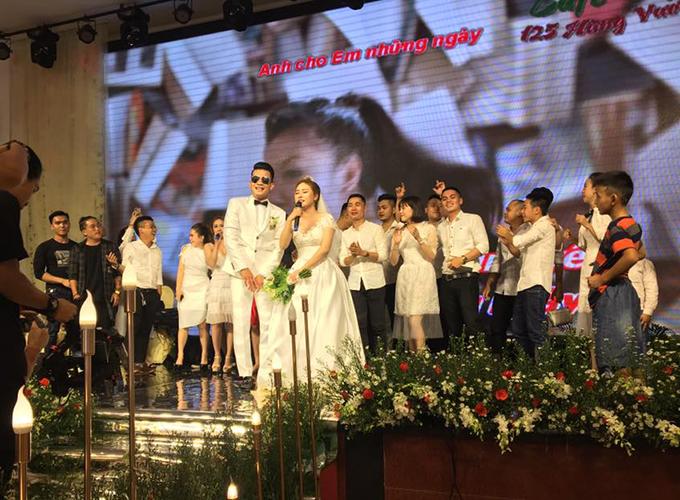 Tiệc cưới của Hoàng Thịnh và Ánh Nguyệt ban đầu được dự định tổ chức vào ngày 19/10. Tuy nhiên, sau khi có thông tin Hoàng Thịnh nằm trong danh sách triệu tập tuyển Việt Nam chuẩn bị cho AFF Cup 2018, lễ cưới được hoãn lại để chàng tuyển thủ xứ Nghệ yên tâm tập trung làm nghĩa vụ quốc gia.