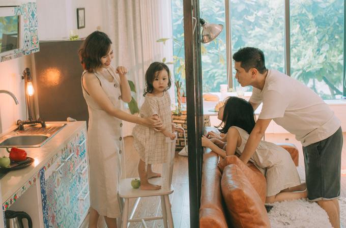 Hồ Hoài Anh - Lưu Hương Giang rất hiếm khi chia sẻ hình ảnh con gái thứ hai. Đây là lần đầu nhạc sĩ khoe ảnh gia đình với công chúng.