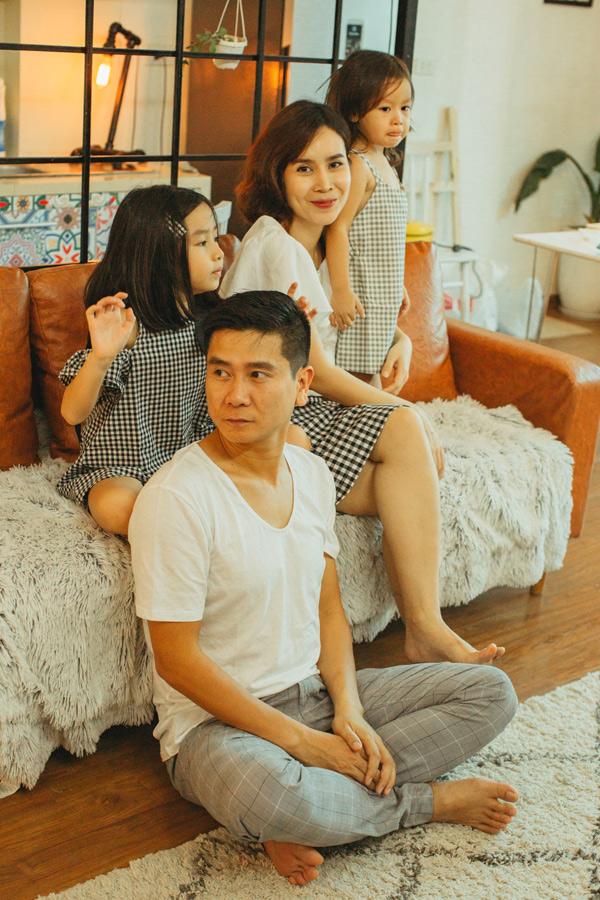 Lưu Hương Giang chia sẻ, cô mãn nguyện với hạnh phúc đang có. Nữ ca sĩ và ông xã gặt hái nhiều thành công trong công việc và luôngiữ được sự cân bằng, để tổ ấm luôn tràn ngập tiếng cười.