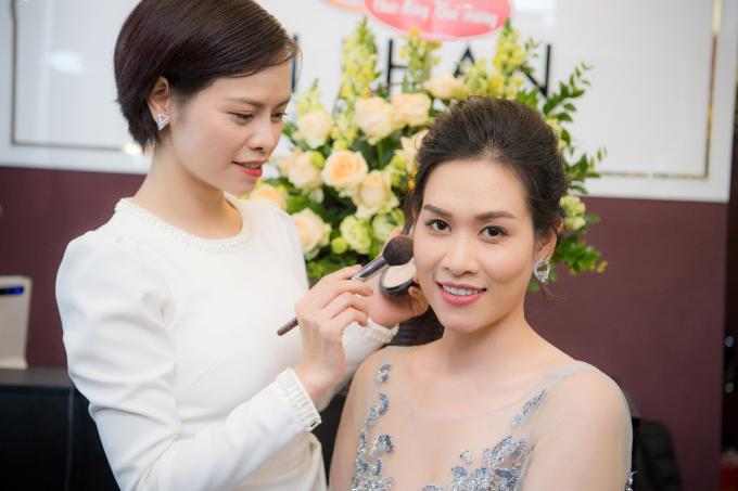 Hoa hậu Ngọc Hân, Á hậu Hoàng Anh dự khai trương MaiPhan Makeup Artist - 5