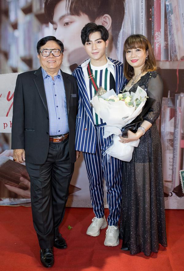 Bố mẹ Đỗ Phú Quí ủng hộ con trai theo nghiệp ca hát.