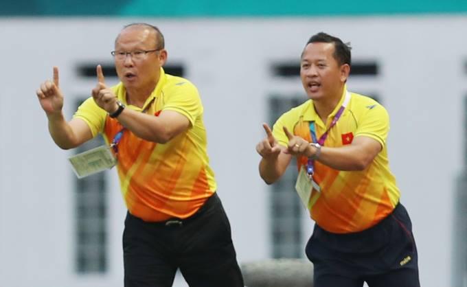 Ông Lê Huy Khoa (phải) là trợ lý đắc lực của HLV Park Hang-seo tại giải U23 châu Á và Asiad 2018. Ảnh: Đức Đồng.