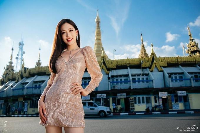 Đại diện Việt Nam năm nay là Bùi Phương Nga - Á hậu 1 Hoa hậu Việt Nam 2018. Cô 20 tuổi, cao 1,72m và là sinh viên Đại học Kinh tế Quốc dân Hà Nội. Phương Nga có lợi thế tiếng Anh, sự hoạt bát và tài năng nhảy múa.