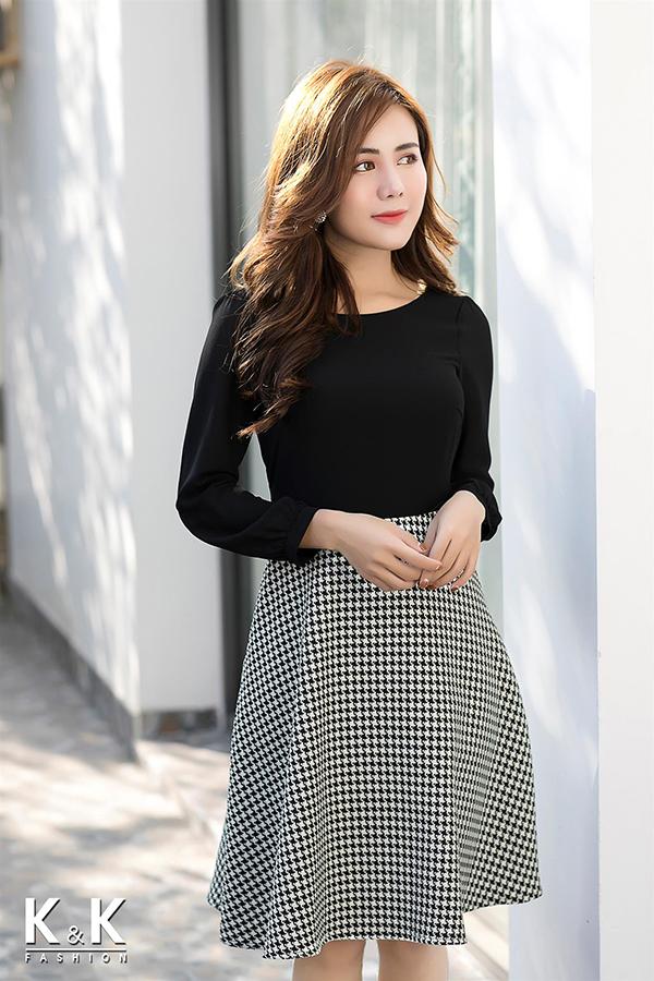 Đầm xòe caro phối đen tay dài KK73-10; Giá gốc: 430.000 VND off 50% - Giá sale: 215.000 VND