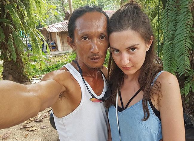Losir (48 tuổi) gặp cô gái trẻ người Nga trên đảo Koh Phang