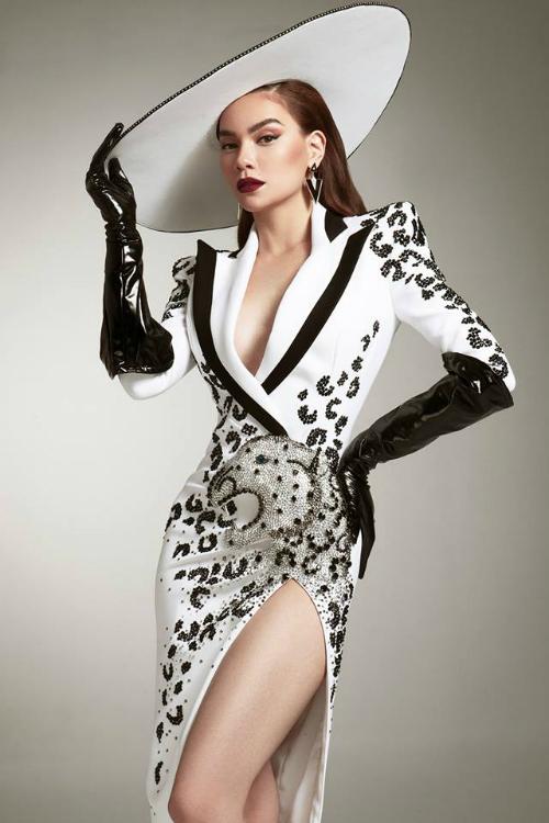 Hà Hồ cá tính, quyền lực trong bộ ảnhđậm chất model khilàm giám khảo khách mời Asias Next Top Model.