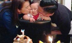 Con trai Hồ Hạnh Nhi mải ngắm bánh kem trong sinh nhật 1 tuổi