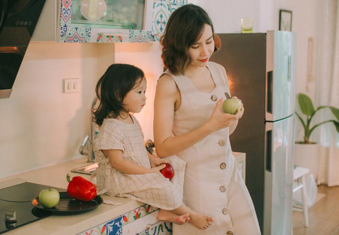 Trong khi cô em Misu gần gũi với mẹ hơn. Lưu Hương Giang tâm sự, vợ chồng cô xem hai con gái là gia tài lớn nhất.