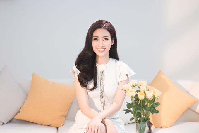 Dù bận rộn thế nào, Hoa hậu Đỗ Mỹ Linh vẫn luôn dành thời gian để chăm sóc cho làn da.