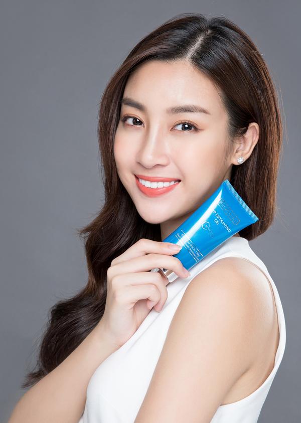 Dùng Deep Exfoliating Gel2-3 lần mỗituần để da có thể hấp thu dưỡng chất từ các sản phẩm dưỡng da. Sản phẩm có giá bán lẻ285.000 đồng tuýp 60g.