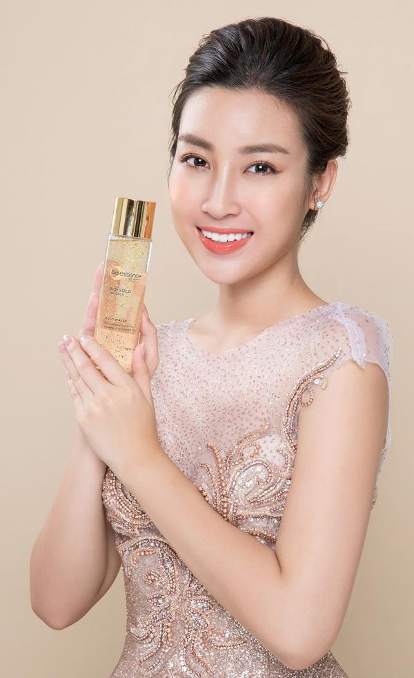 Để ngăn ngừa lão hóa cho da ngay từ những năm 20 tuổi, Hoa hậu Đỗ Mỹ Linh sử dụng dòng sản phẩm chiết xuất từ vàng 24k Bio-essence Bio-Gold 24k Gold. Giá bán lẻ củasản phẩm là 1,576 triệu đồng mộtbộ.