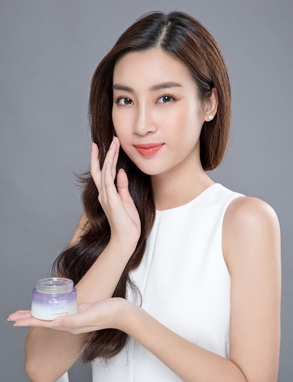 Mặt nạ ngủ Collagen Sleeping Mask là cứu cánh choMỹ Linhnhững khi bận rộn. Giá bán lẻ của sản phẩm là410.000 đồng mộtlọ 50g.