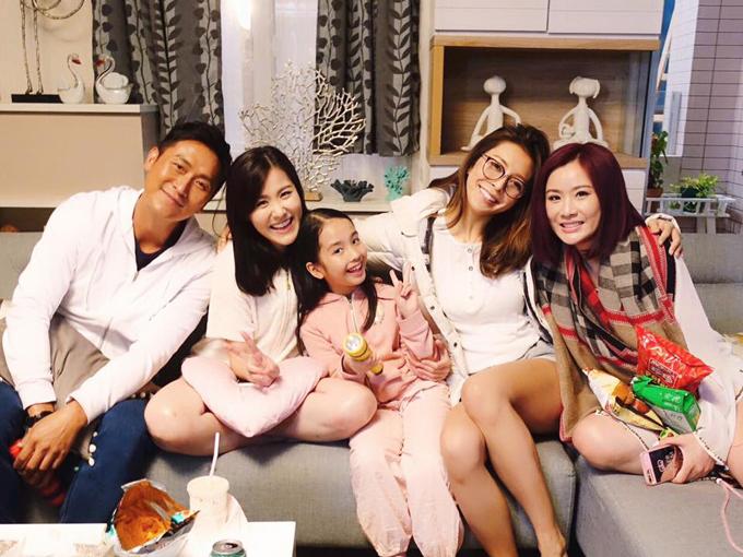 Từ trái qua: Mã Đức Chung, Lưu Bội Nguyệt, Trần Tư Dĩnh, Trương Hy Văn, Trương Văn Từ ở hậu trường phim