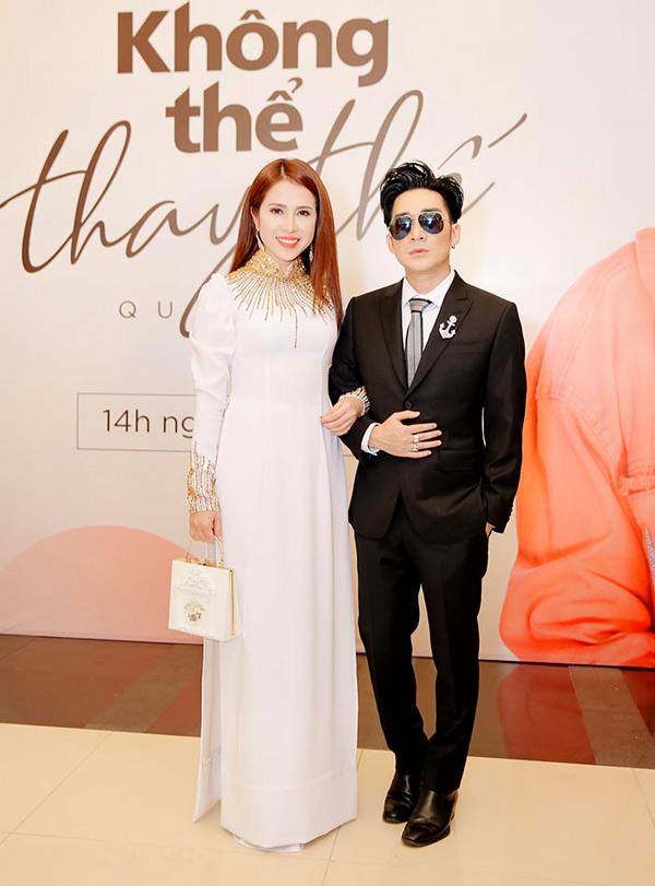 Diễn viên Hoàng Ny mặc áo dàiđi sự kiện.