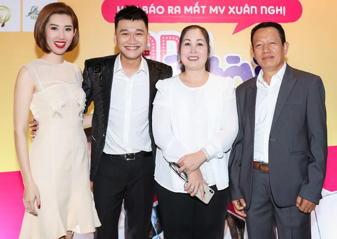 Hân Hoa hậu rất vui khi gặp lại mẹ Mai. Hai nghệ sĩ đang gây sốt màn ảnh nhỏ với phim truyền hình Gạo nếp, gạo tẻ.