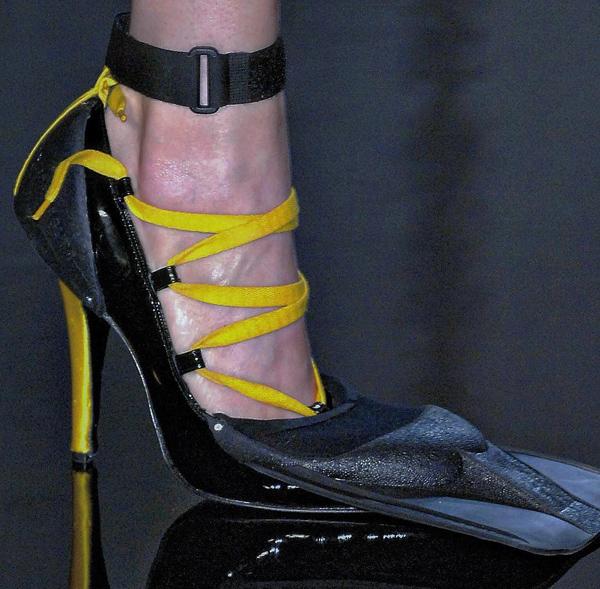 Những kiểu giày kỳ quái