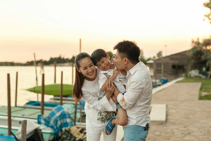Dương Thùy Linh chọn cách giữ mình, thay vì giữ chồng.