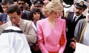 Lý do Công nương Diana thường cúi đầu hồi mới cưới
