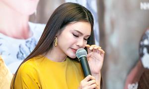 Phạm Phương Thảo rơi nước mắt khi nhắc đến gia đình