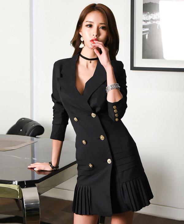 Các fashionista châu Á cũng nhanh chóng cập nhật xu hướng thời trang hot của mùa thu đông 2018 để sang chảnh hơn khi đến văn phòng.