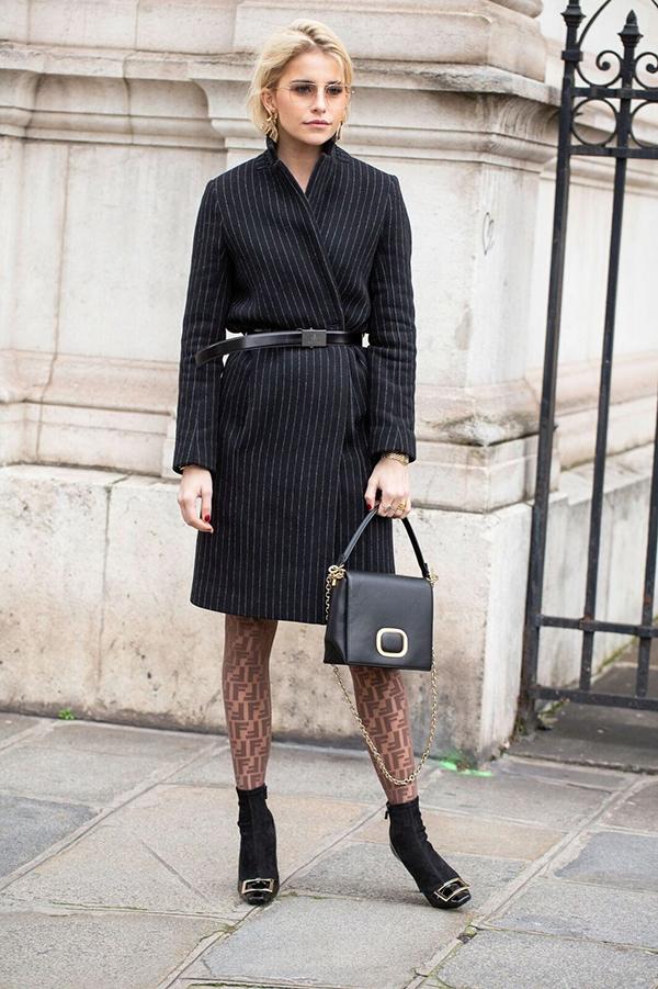 Mang những đặc trưng của sự thanh nhã,sang trọng của dòng trang phục vest, vì thế blazer dress là trang phục rất dễ sử dụng đến văn phòng.