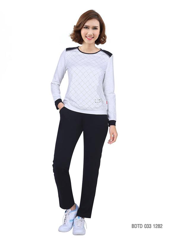 Kẻ sọc Tartan - một trong nhữngxu hướng thời trang thu đông 2018 được đưa vào thiết kế mặc nhàBDTD 033 1282.